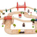 Trenuri din lemn și mese de tren