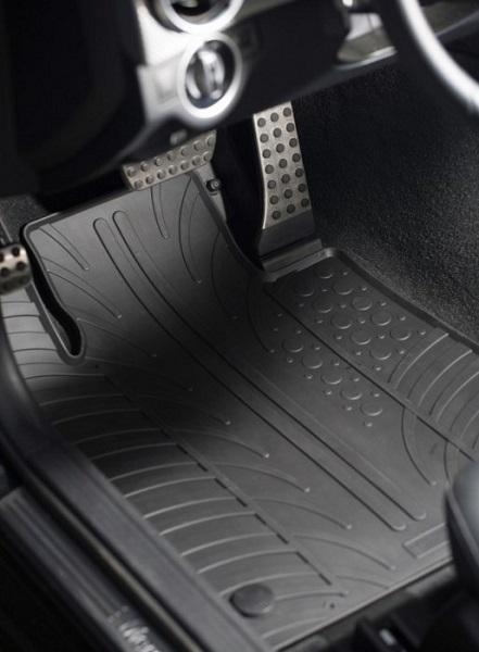 Covoarele din cauciuc pentru podeaua mașinii